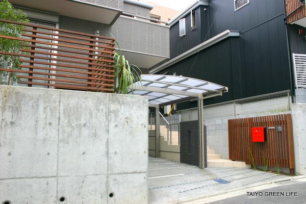 コンクリート基礎を生かしてモダンに 横浜市